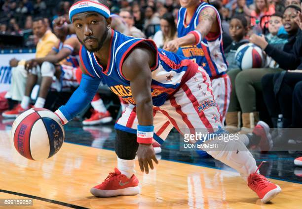 Harlem Globetrotter's Hot Shot Swanson plays against the Washington Generals at the Barclays Center December 26 2017 in New York Known as the...