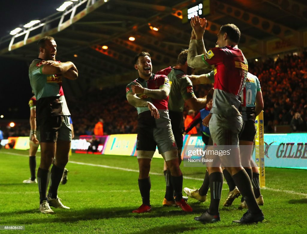 Harlequins celebrate after Tim Visser scores the winning try during the Aviva Premiership match between Harlequins and Saracens at Twickenham Stoop on December 3, 2017 in London, England.