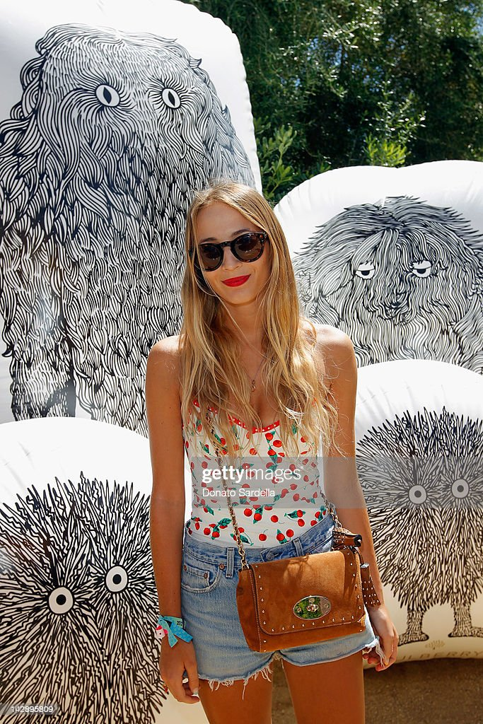 Mulberry BBQ Pool Party At Coachella : ニュース写真