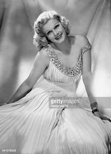 Harlow Jean Actress USA * Scene from the movie 'Saratoga' Directed by Jack Conway USA 1937 Produced by Bernard H Hyman Vintage property of ullstein...