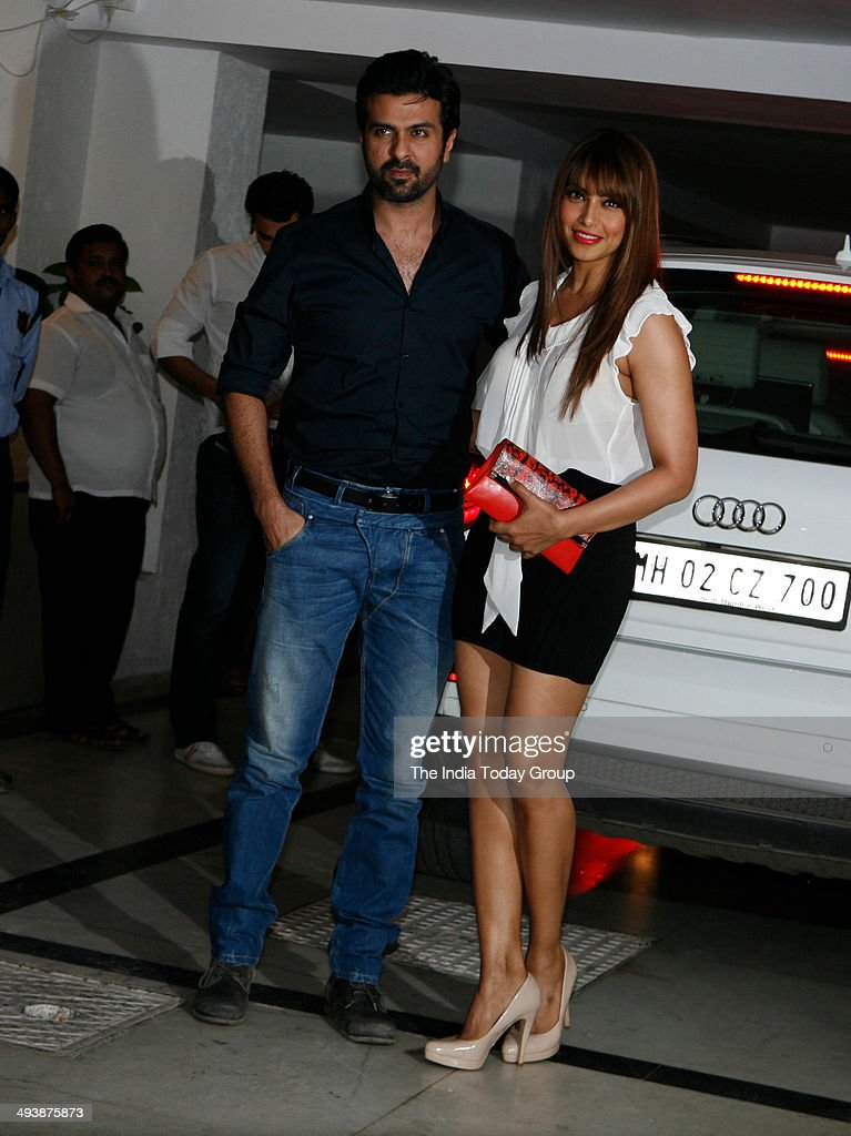 Harman Baweja and Bipasha Basu arrive for Karan Johars birthday bash in Mumbai