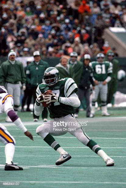 Harold Carmichael of the Philadelphia Eagles carries the ball against the Minnesota Vikings October 24 1976 during an NFL football game at Veteran...