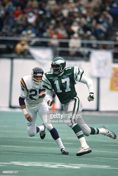 Harold Carmichael of the Philadelphia Eagles in action against Nate Allen of the Minnesota Vikings October 24 1976 during an NFL football game at...