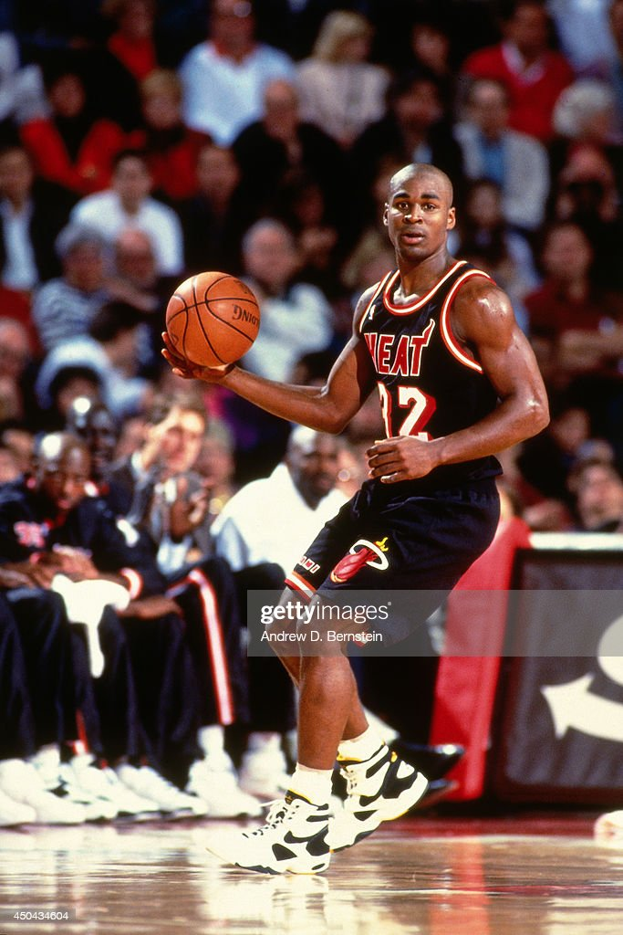 Harold Miner of the Miami Heat dribbles against the Chicago