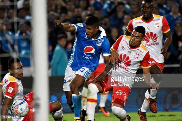 Harold Mosquera of Millonarios vies for the ball with Yeison Gordillo of Independiente Santa Fe during the first leg match between Millonarios and...