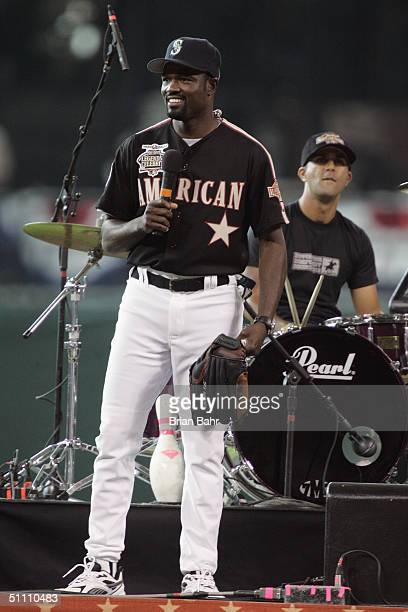 Harold Reynolds ESPN baseball analyst and former AllStar second baseman for the Seattle Mariners looks on from the stage for Seven Mary Three before...