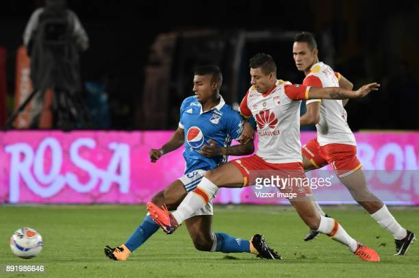 Harold Santiago Mosquera of Millonarios fights for the ball with Juan Daniel Roa of Independiente Santa Fe during the first leg match between...