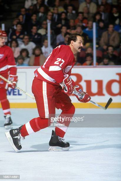 Harold Snepsts of the Detroit Red Wings skates on the ice during an NHL game against the Philadelphia Flyers on November 13 1986 at the Spectrum in...