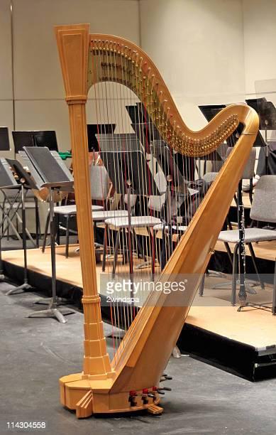 harfe auf der bühne im pause - oboe stock-fotos und bilder