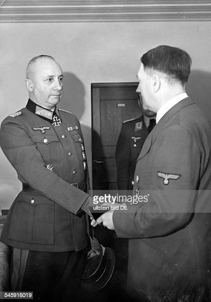 Harpe Josef Officer ColonelGeneral Germany*18871968 Adolf Hitler presenting Generalmajor Harpe the 'Eichenlaub zum Ritterkreuz' January 1942...