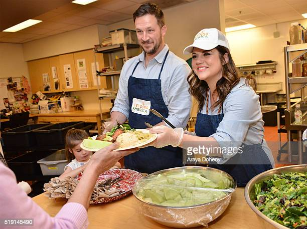 Harper Renn Smith Brady Smith and Tiffani Thiessen volunteering at Downtown Women's Center in Los Angeles as a part of The Feeding America Pledge to...
