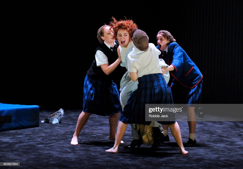 Malthouse Theatre / Black Swan State Theatre's Production Picnic At Hanging Rock At The Barbican : Fotografía de noticias