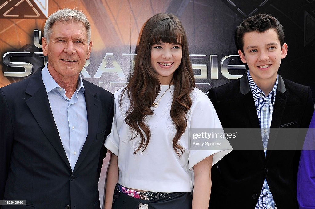 Harrison Ford, Hailee Steinfeld and Asa Butterfield attend the 'Ender's Game' Photocall at the Mandarin Hotel in Paris on October 2, 2013 in Paris, France.