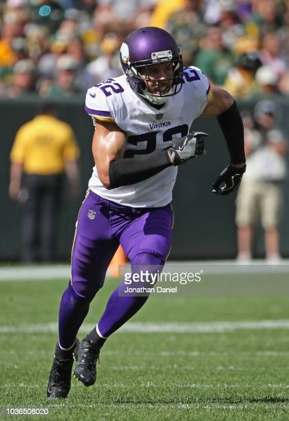 Harrison Smith of the Minnesota Vikings rushes against the Green Bay Packers at Lambeau Field on September 16 2018 in Green Bay Wisconsin The Vikings...
