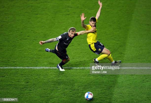 Harry Anderson of Lincoln City and Jamie Hanson of Oxford United battle for the ball during the Sky Bet League One match between Oxford United and...