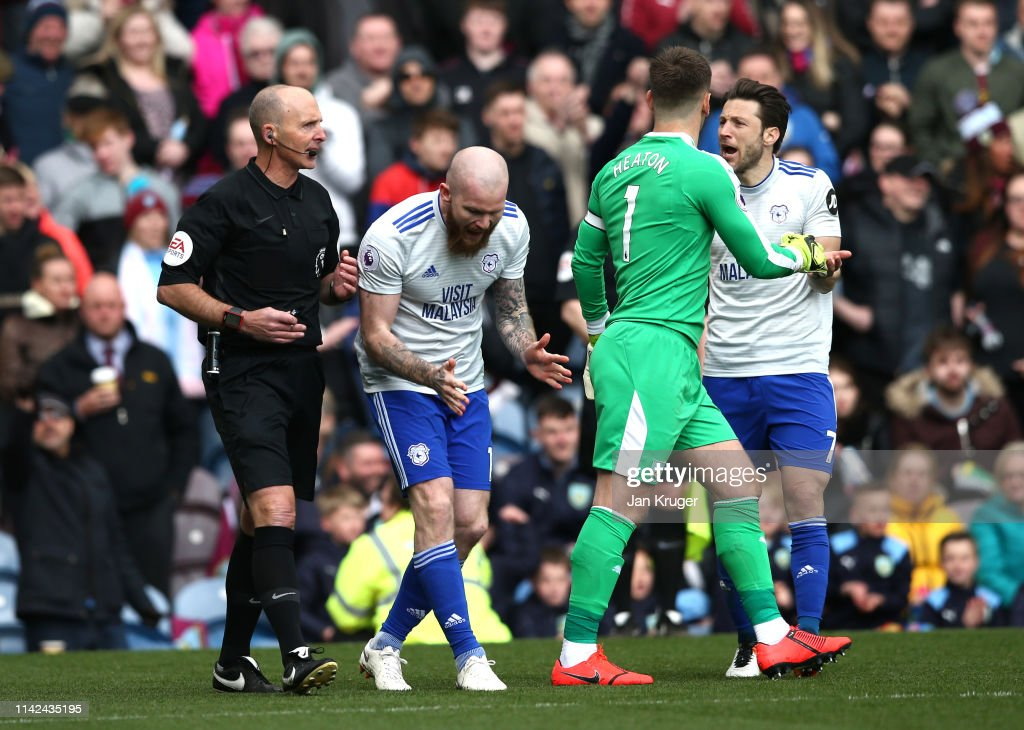 Burnley FC v Cardiff City - Premier League : News Photo