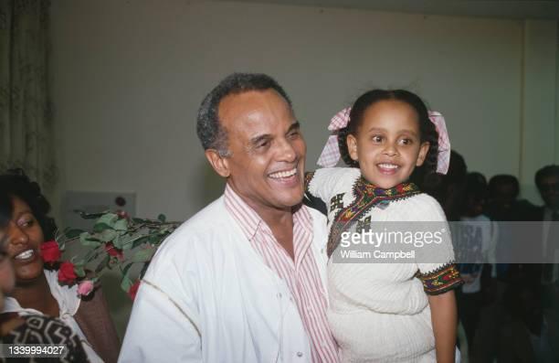 "Harry Belafonte arrive in Addis Abeba on behalf of ""USA for Africa""."