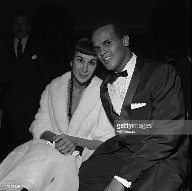 Harry Belafonte posed with his wife 1957