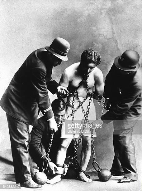 Harry Houdini*24031874eigentlich Erich Weisz Entfesslungskünstler Zauberkünstler Ungarn/USAbei einem Entfesselungstrickundatiert