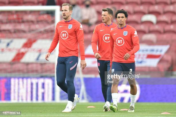 Harry Kane, Ben White and Trent Alexander-Arnold of England warm up prior to the international friendly match between England and Austria at...