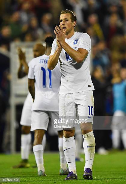 Harry Kane of England applauds the crowd after the international friendly match between Spain and England at Jose Rico Perez Stadium on November 13...