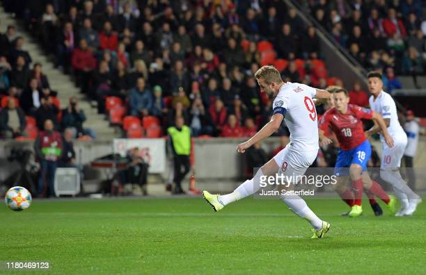 Harry Kane of England scores his sides first goal from the penalty spot during the UEFA Euro 2020 qualifier between Czech Republic and England at...