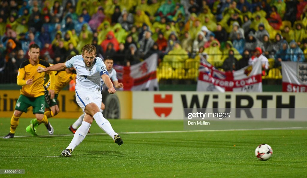 Harry Kane of England scores their first goal from the penalty spot during the FIFA 2018 World Cup Group F Qualifier between Lithuania and England at LFF Stadium on October 8, 2017 in Vilnius, Lithuania.