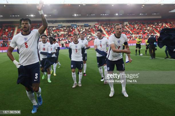 Harry Kane of England takes off their jumper ahead of the international friendly match between England and Austria at Riverside Stadium on June 02,...