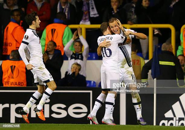 Harry Kane of Spurs is congratulated by teammates Kieran Trippier and Ryan Mason after scoring the opening goal during the UEFA Europa League Group J...