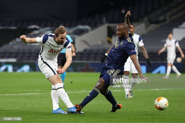 Harry Kane of Spurs scores his teams second goal during the UEFA Europa League Round of 16 First Leg match between Tottenham Hotspur and Dinamo...
