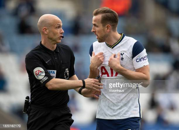 Harry Kane of Tottenham Hotspur and referee Anthony Taylor argue during the Premier League match between Leicester City and Tottenham Hotspur at The...
