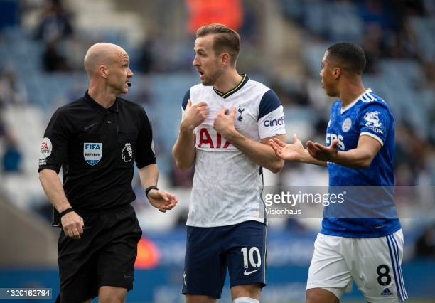 Harry Kane of Tottenham Hotspur and Youri Tielemans of Leicester City argue with referee Anthony Taylor during the Premier League match between...