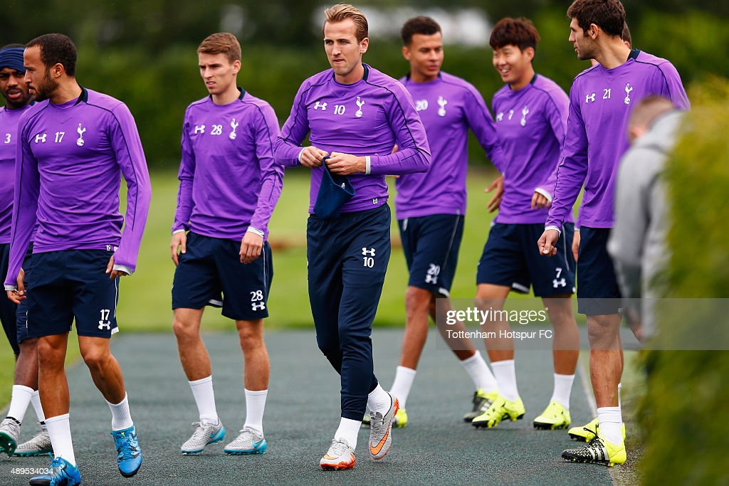 Harry Kane of Tottenham Hotspur arrives during Tottenham Hotspur Training Session at Hotspur Way on September 22, 2015 in Enfield, England.