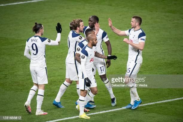 Harry Kane of Tottenham Hotspur celebrate with his teammates Gareth Bale, Lucas Moura, Steven Bergwijn, Eric Dier, Moussa Sissoko after scoring 2nd...