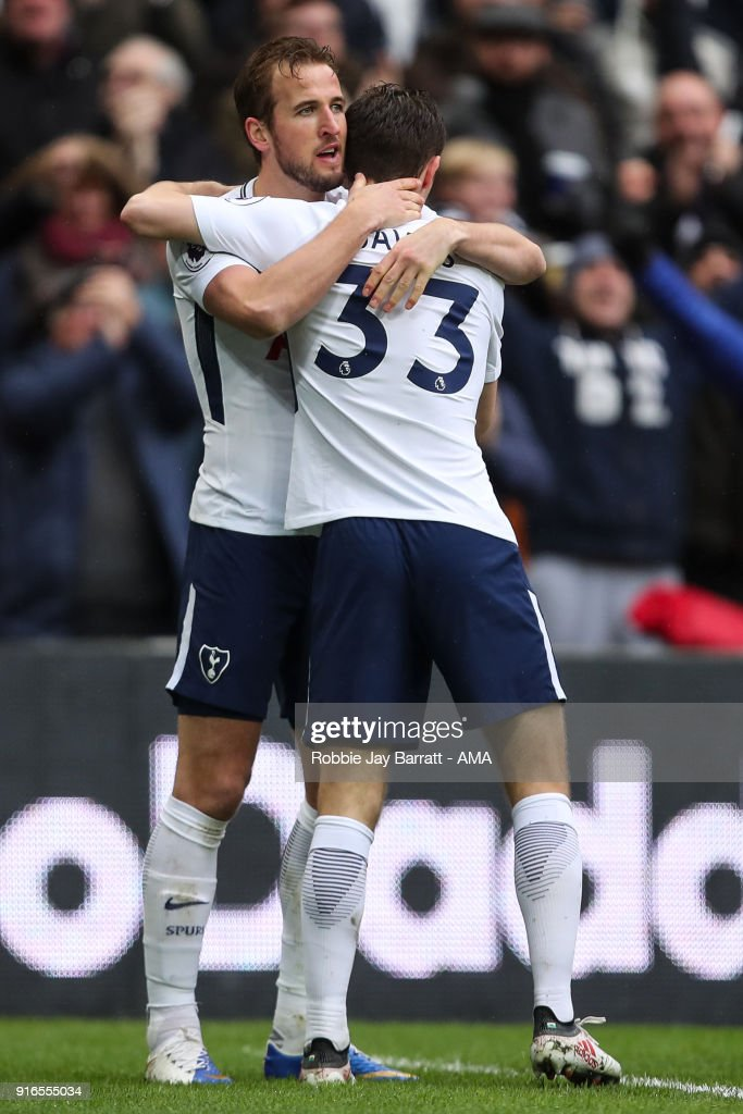 Harry Kane of Tottenham Hotspur celebrates after scoring a goal to make it 1-0 during the Premier League match between Tottenham Hotspur and Arsenal at Wembley Stadium on February 10, 2018 in London, England.