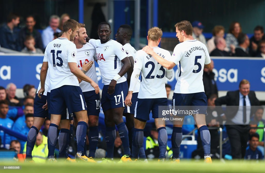 Harry Kane of Tottenham Hotspur celebrates scoring his sides first goal with his Tottenham Hotspur team mates during the Premier League match between Everton and Tottenham Hotspur at Goodison Park on September 9, 2017 in Liverpool, England.