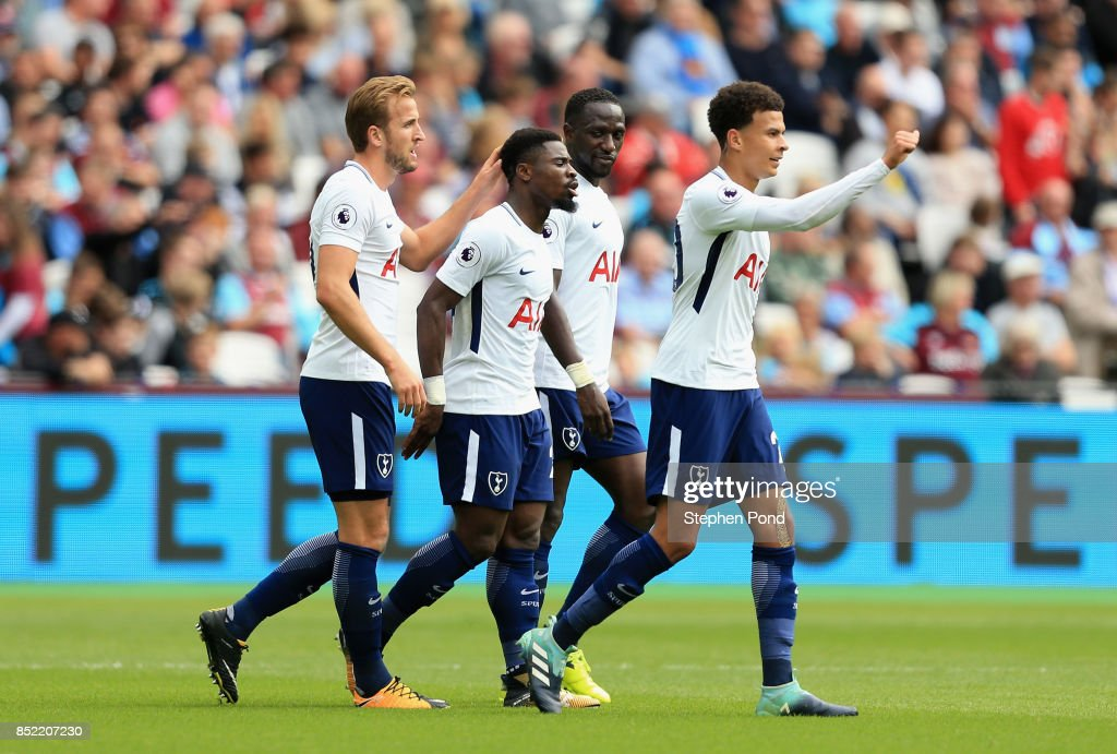 Harry Kane of Tottenham Hotspur celebrates scoring his sides second goal with his Tottenham Hotspur team mates during the Premier League match between West Ham United and Tottenham Hotspur at London Stadium on September 23, 2017 in London, England.