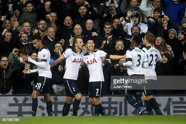 Harry Kane of Tottenham Hotspur celebrates scoring the opening goal with his team mates during the Premier League match between Tottenham Hotspur and...