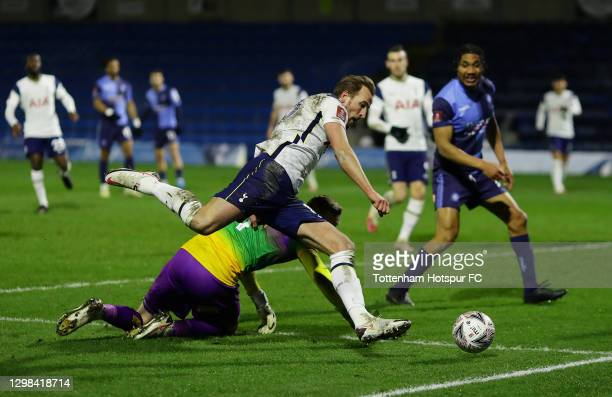 Harry Kane of Tottenham Hotspur looks to break past Ryan Allsop of Wycombe Wanderers during The Emirates FA Cup Fourth Round match between Wycombe...