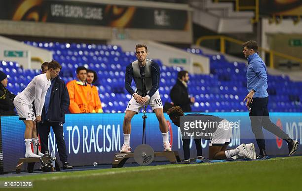 Harry Kane of Tottenham Hotspur performs a 'warm down' after the UEFA Europa League round of 16 second leg match between Tottenham Hotspur and...