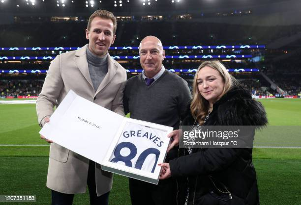 Harry Kane of Tottenham Hotspur poses with Danny and Hannah Greaves the son and Grandaughter of for Tottenham Hotspur player Jimmy Greaves during the...