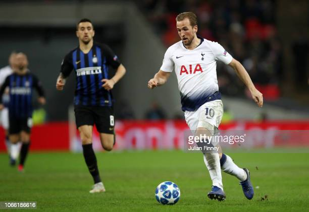 Harry Kane of Tottenham Hotspur runs with the ball during the UEFA Champions League Group B match between Tottenham Hotspur and FC Internazionale at...