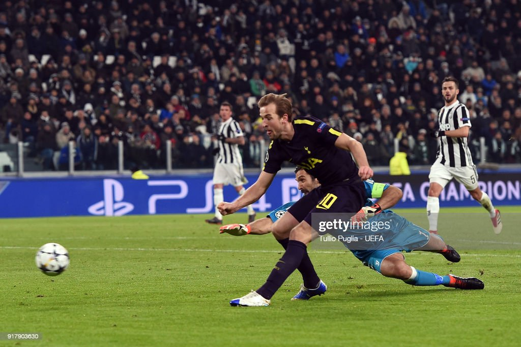 Harry Kane of Tottenham Hotspur scores a goal (2-1) during the UEFA Champions League Round of 16 First Leg match between Juventus and Tottenham Hotspur at Allianz Stadium on February 13, 2018 in Turin, Italy.