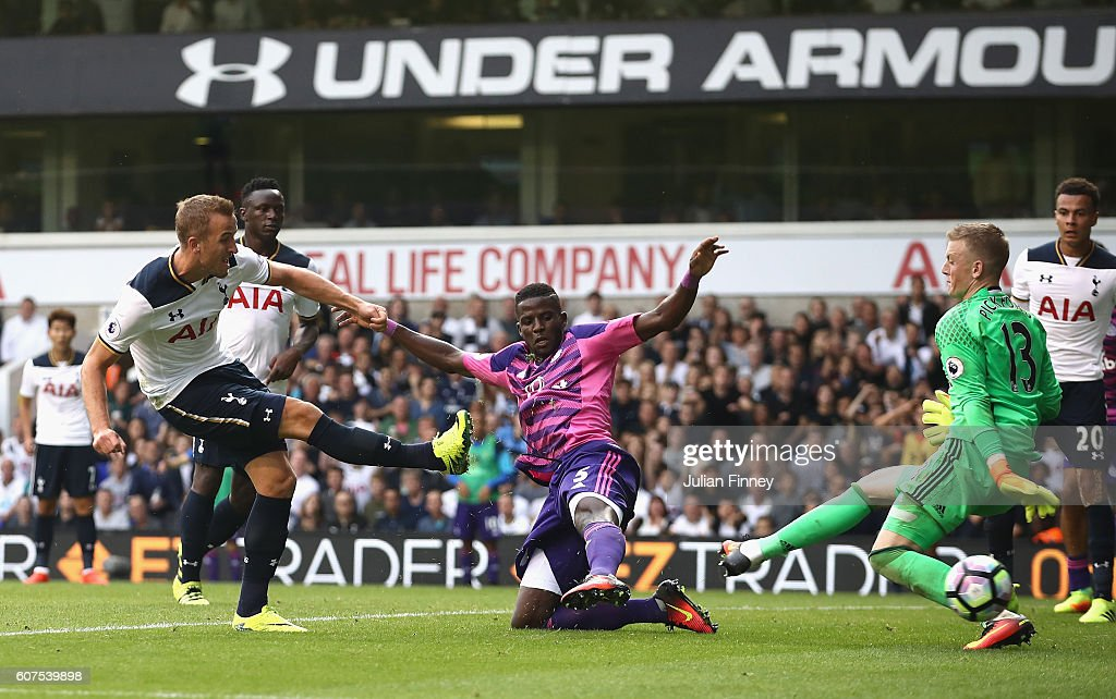 Harry Kane of Tottenham Hotspur (L) scores his sides first goal during the Premier League match between Tottenham Hotspur and Sunderland at White Hart Lane on September 18, 2016 in London, England.