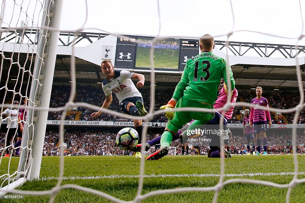 Harry Kane of Tottenham Hotspur scores his sides first goal during the Premier League match between Tottenham Hotspur and Sunderland at White Hart Lane on September 18, 2016 in London, England.