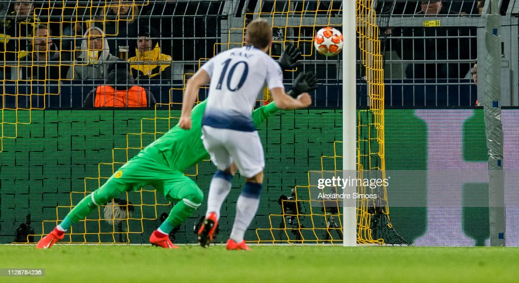 Borussia Dortmund v Tottenham Hotspur - UEFA Champions League Round of 16: Second Leg : News Photo