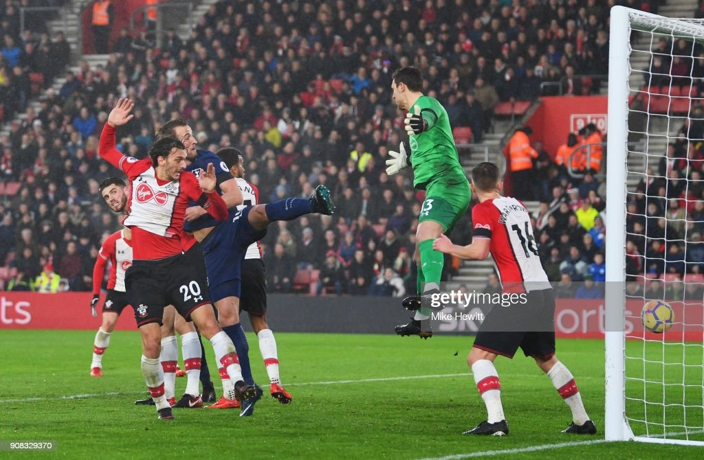 Harry Kane of Tottenham Hotspur (C) scores their first goal past Alex McCarthy of Southampton (13) during the Premier League match between Southampton and Tottenham Hotspur at St Mary's Stadium on January 21, 2018 in Southampton, England.
