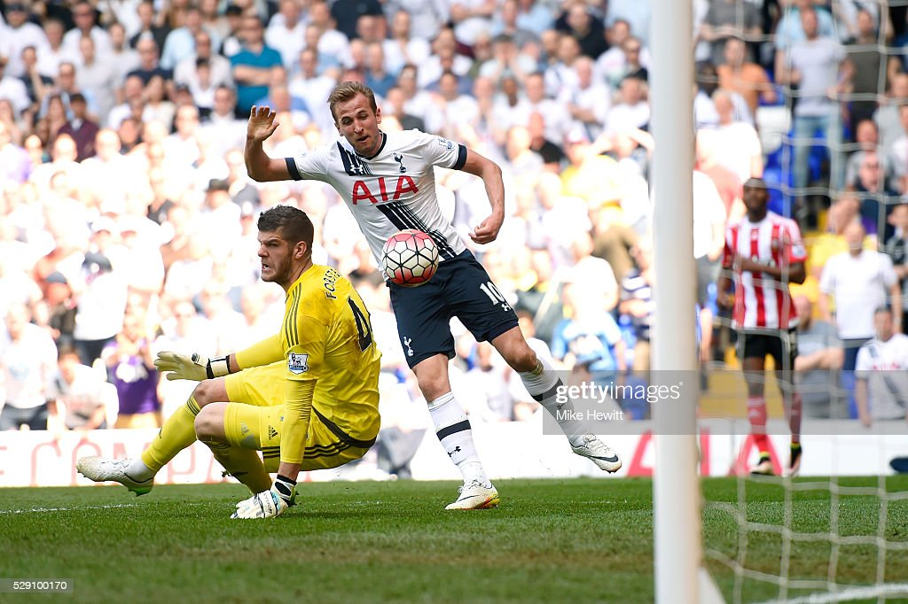 Harry Kane of Tottenham Hotspur shoots at goal during the Barclays Premier League match between Tottenham Hotspur and Southampton at White Hart Lane on May 8, 2016 in London, England.