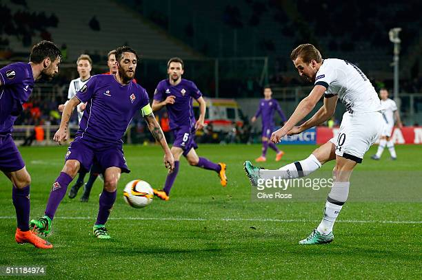 Harry Kane of Tottenham Hotspur shoots at goal during the UEFA Europa League round of 32 first leg match between Fiorentina and Tottenham Hotspur at...