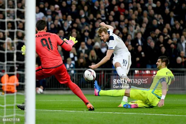 Harry Kane of Tottenham Hotspur shoots wide as Stefan Mitrovic and Lovre Kalinic of Gent move in during the UEFA Europa League Round of 32 second leg...